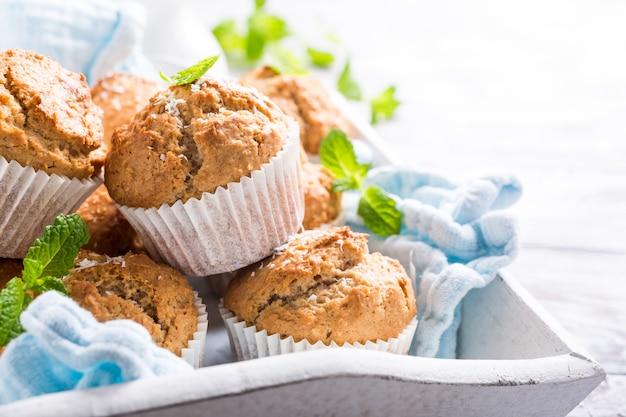 Muffins de coco e canela caseiros