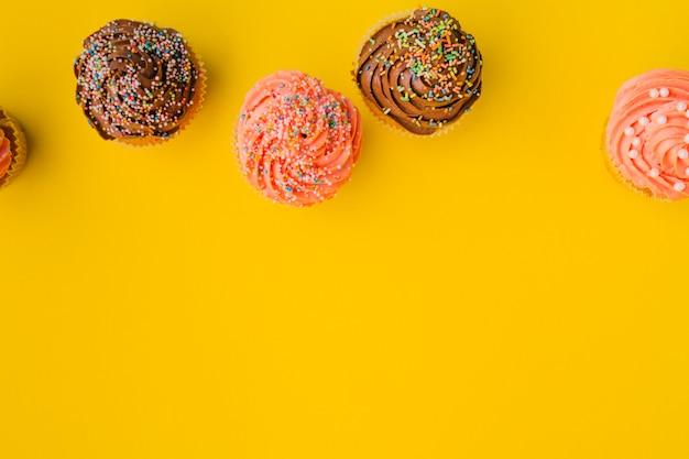 Muffins deitado na fila