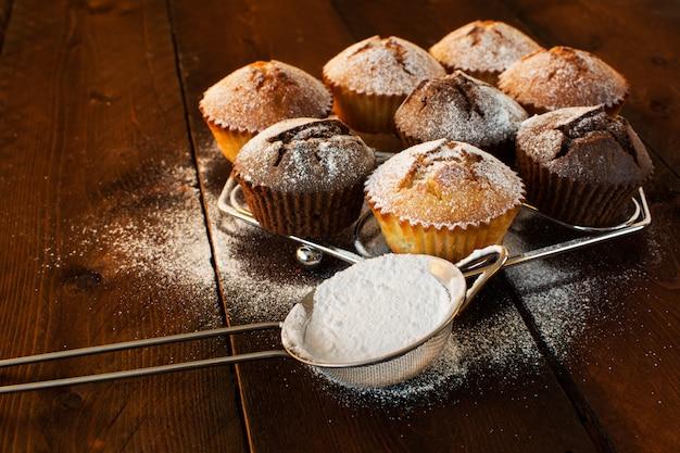 Muffins e açúcar refinado