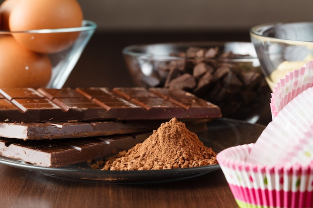 Muffins ingredientes na mesa