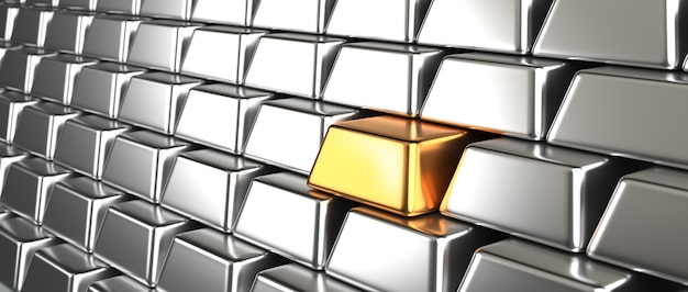 Muitas barras de lingotes de prata empilhadas e um tijolo de lingote de ouro