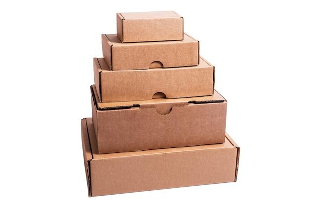 Muitas caixas de papelão vazias