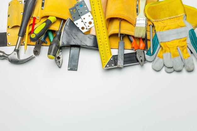 Muitas ferramentas em branco