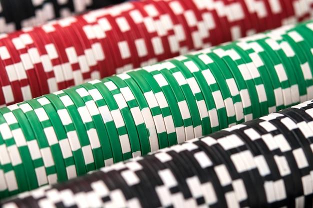 Muitas fichas de poker, close-up.