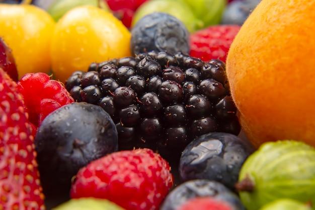 Muitas frutas frescas diferentes