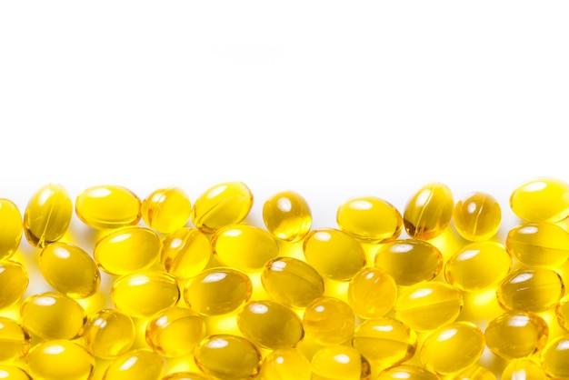 Muitas pilhas de cápsulas de vitaminas d3, copie o espaço