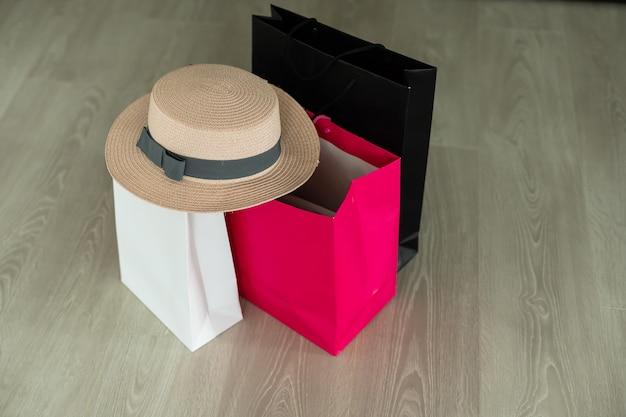 Muitas sacolas de compras na sexta-feira negra