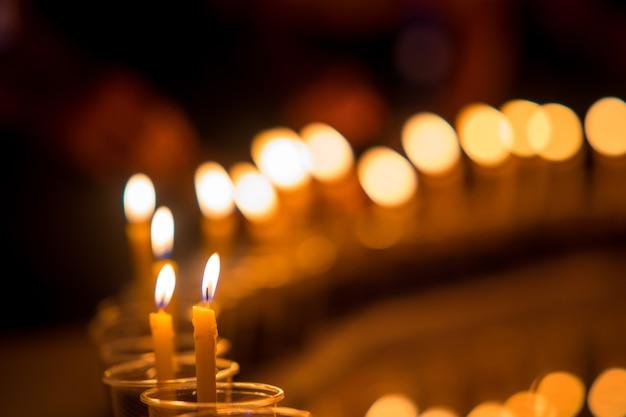 Muitas velas para meditação espiritual