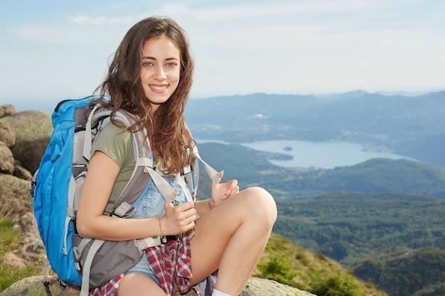 Muito jovem alpinista - lago orta, itália