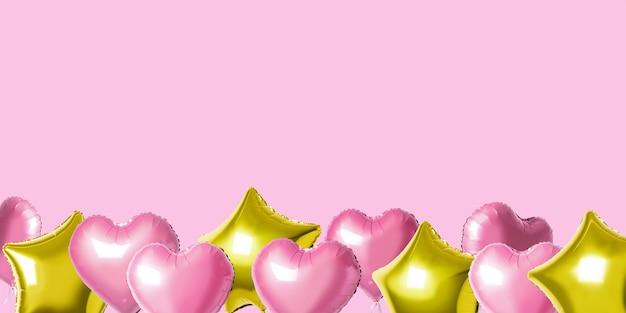 Muitos balões coloridos de folha de hélio de diferentes formas sobre um fundo brilhante