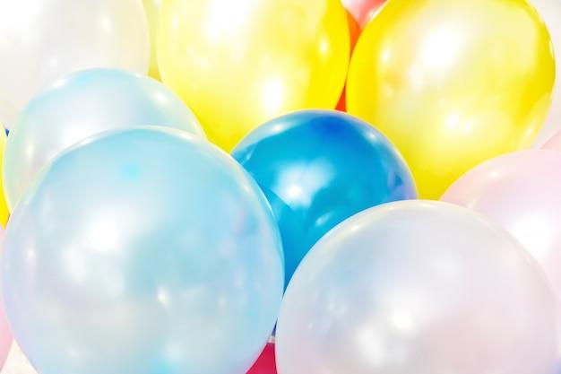 Muitos balões coloridos