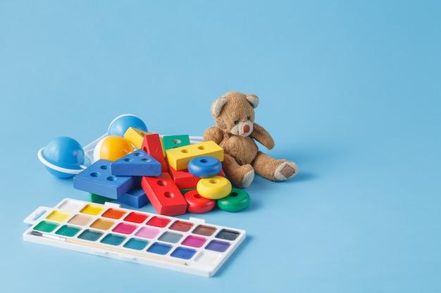 Muitos brinquedos para crianças