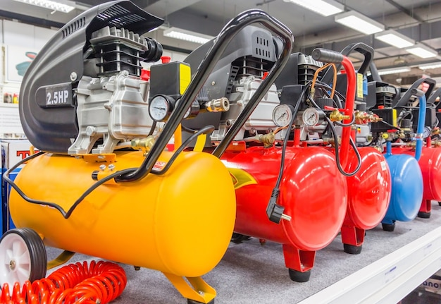 Muitos compressores de ar pressão bombas closeup foto