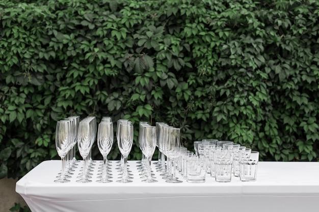 Muitos copos limpos vazios