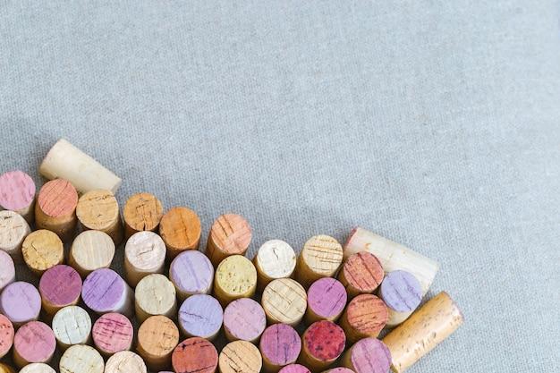Muitos diferentes close-up rolhas de vinho com espaço