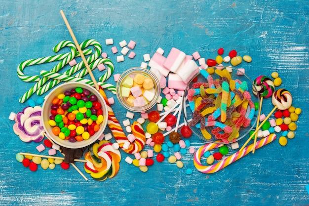 Muitos doces coloridos