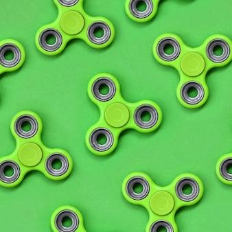 Muitos fiadores de fidget verde encontra-se no padrão verde