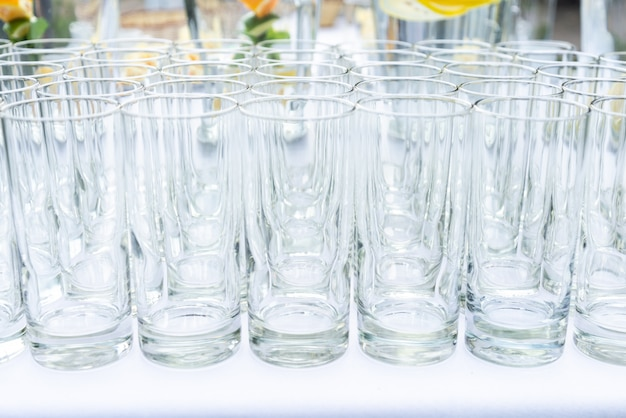 Muitos glasswares no casamento, festa de aniversário