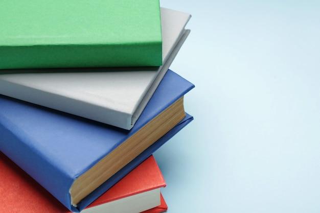 Muitos livros sobre cores