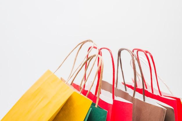 Muitos pacotes de compras com alças