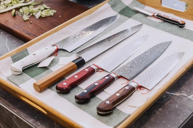 Muitos tipos de sharpen facas de cozinha japonesas.