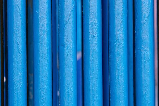 Muitos velhos tubos azuis.