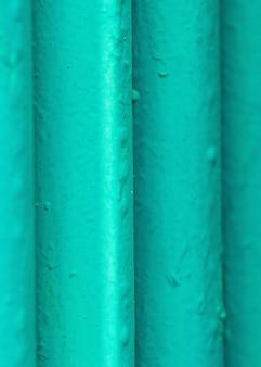 Muitos velhos tubos verdes.