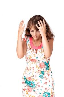 Mujer expresando molestia