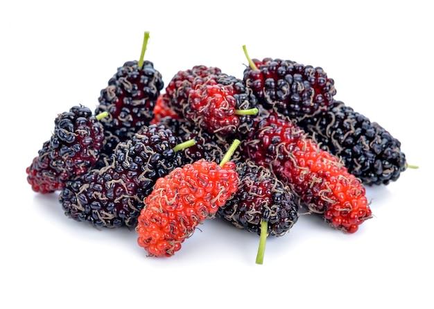 Mulberries isolado no branco