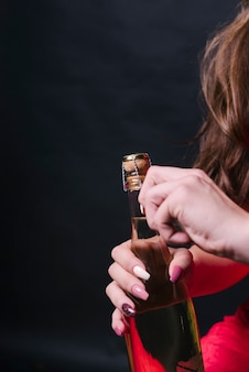 Mulher, abertura, champanhe, garrafa