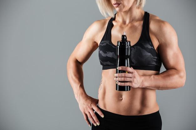 Mulher adulta muscular