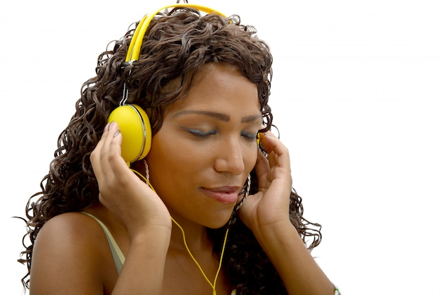 Mulher africana, escutar música
