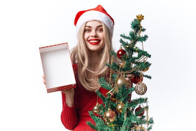 Mulher alegre, brinquedos, presentes, moda, diversão natal