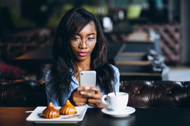 Mulher americana africana, fazendo, selfie