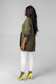 Mulher americana africana preta étnica nova