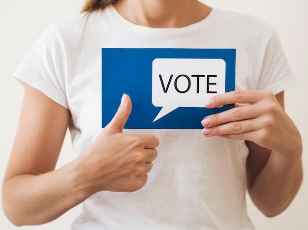 Mulher, aprovar, votando, para, novo, eleições