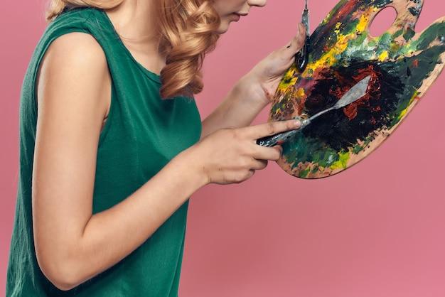 Mulher artista paleta de pintura pincel arte hobby criativo