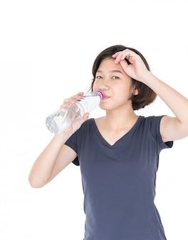 Mulher asian, bebendo, bottled, água