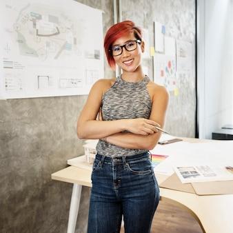 Mulher asiática arquiteto
