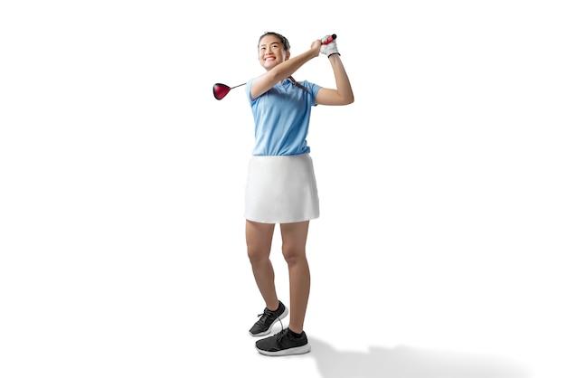 Mulher asiática balançar o taco de golfe de madeira