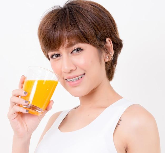 Mulher asiática com comida saudável. conceito para saudável.