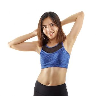 Mulher asiática com corpo em usar esporte