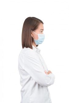 Mulher asiática com máscaras de proteção
