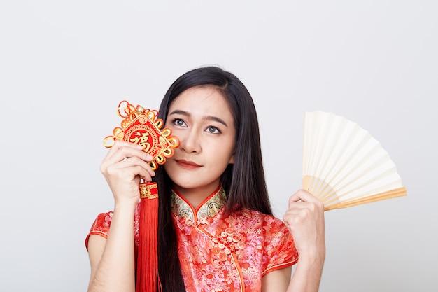 Mulher asiática, desgastar, cheongsam