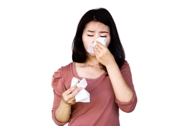 Mulher asiática, espirros, tosse, mão, segurando, papel, tecido