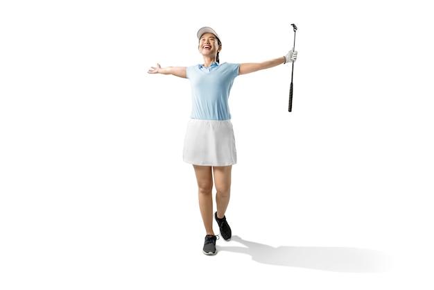 Mulher asiática, segurando o taco de golfe putter com uma expressão feliz