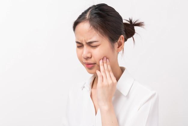 Mulher asiática, sofrendo de dor de dente