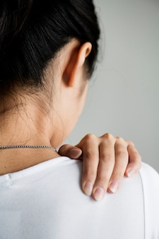 Mulher asiática, sofrimento, dor traseira