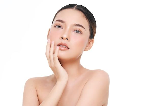 Mulher asiática, tratamento facial, cosmetologia, tratamento de beleza