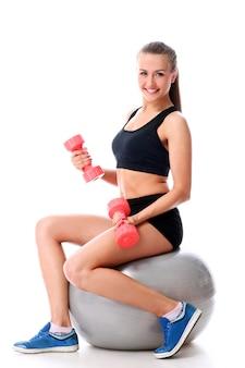 Mulher atlética malhando